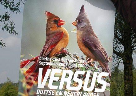 Stroomberg – VERSUS, affiche – Nederlands Letterenfonds, Goethe Institut